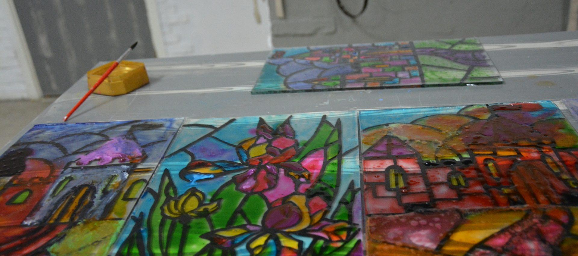 Відкрито набір на художні заняття з малювання для дітей та дорослих. На Вас чекає вивчення різноманітних технік, нивих відкритів та неймовірних вражень від навчання. Реєстрація за телефоном